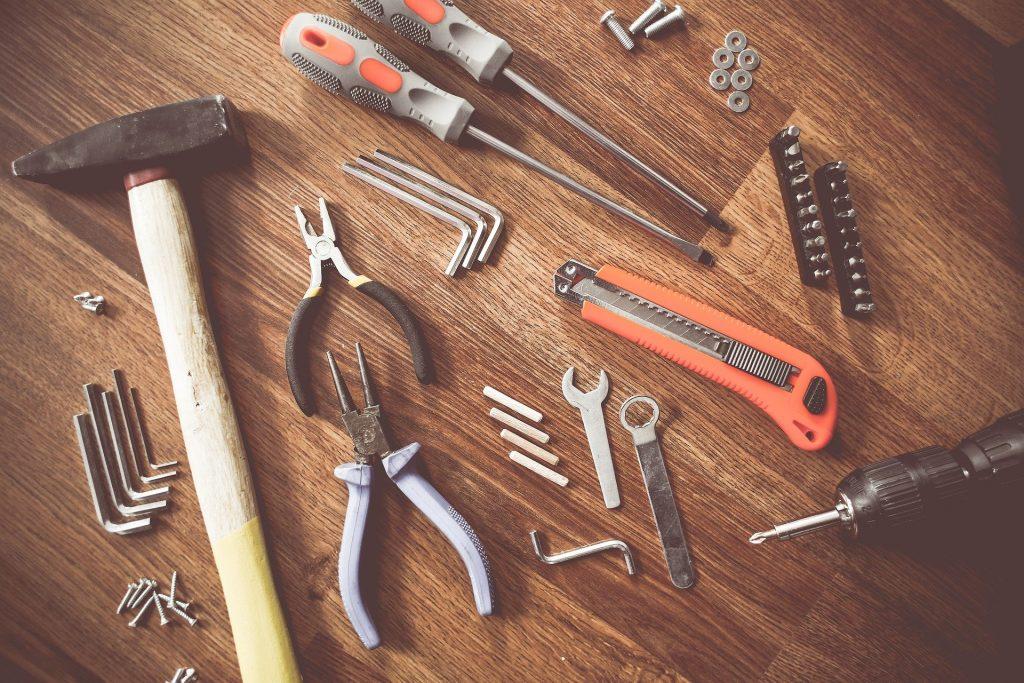 Les outils de bricolage essentiels que chaque foyer devrait avoir